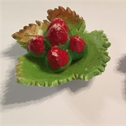Bisque fruit on leaf shaped plates