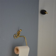 Wire loo roll holder