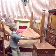 Oscar showed off his bedroom and his newly acquired military chest. He ...