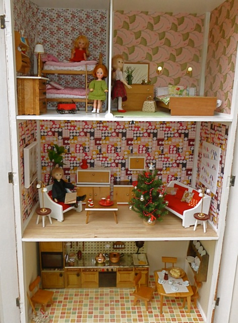 Complete dolls' house