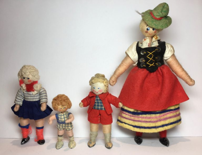 Larger- and smaller-scale Grecon ladies with their toddlers