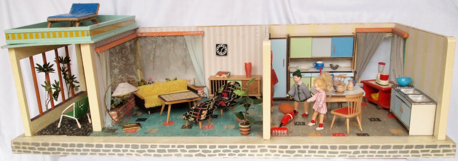 1963 same Schönherr roombox with covered patio as in ad