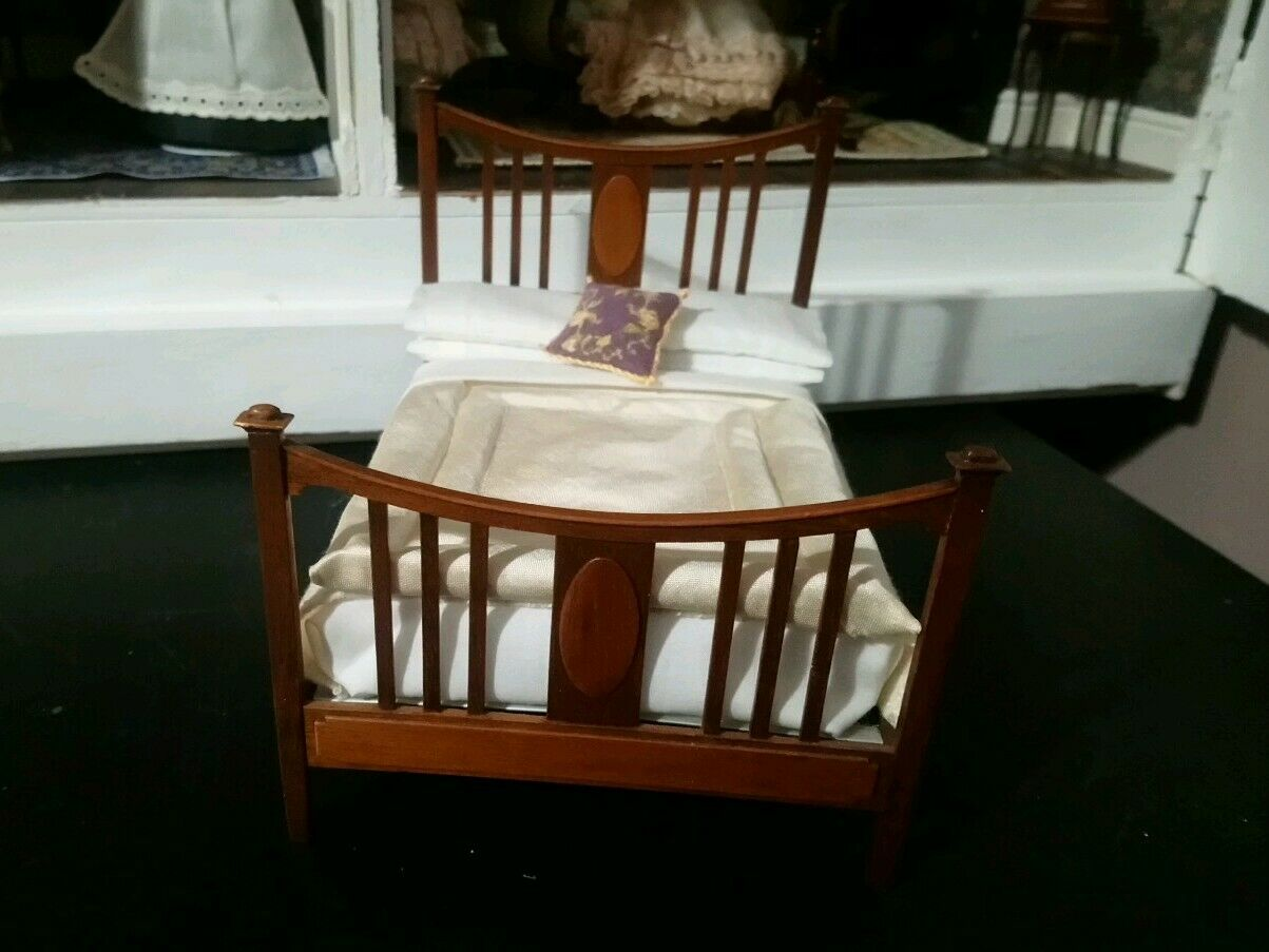 An example of a 'Classic' double bedstead.